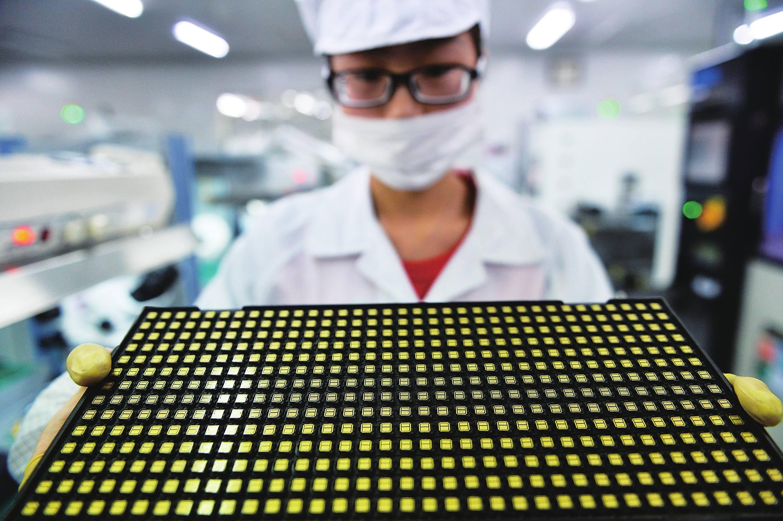 清华微电子所长魏少军:中国芯片产业除了技术滞后,还要命的是产能不足