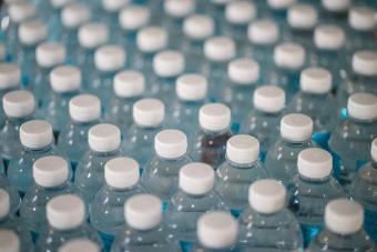塑料在海洋中不死不灭  海水能否把它降解掉