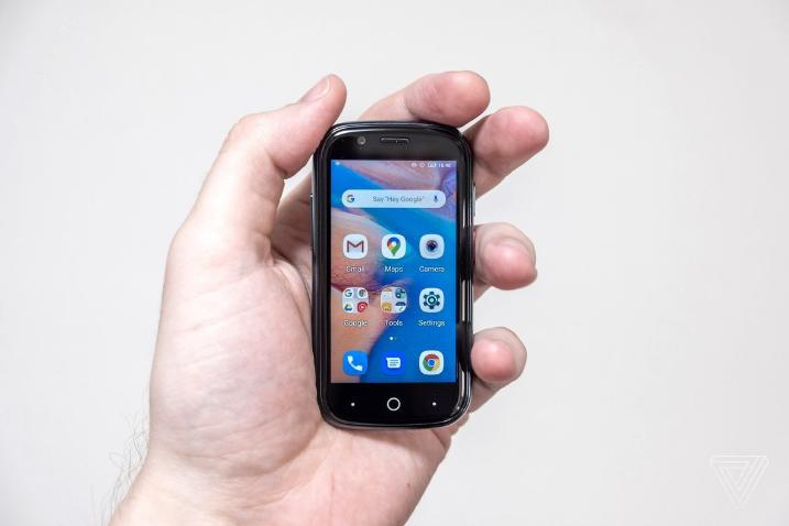 世界最小安卓 10 手机 Jelly 2
