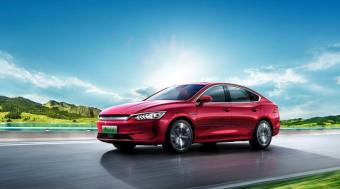 比亚迪秦PLUS汽车8月销量破2万 秦PLUS EV最大续航600公里